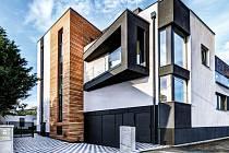 Bytový dům v lokalitě Pražské Předměstí architektonicky zapadá do okolní zástavby. Pro lepší představu slouží vzorový byt, který vybavila sama Jitka Vítková.