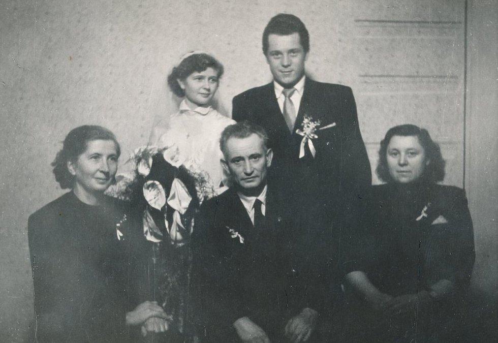 Svatební fotografie Miroslava Hampla (1955)