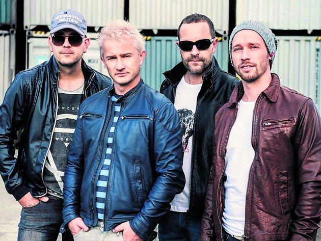 V NOVÉM SLOŽENÍ. Zleva: René Rypar (kytara), Kryštof Michal (zpěv), Jan Daliba (basa), Zbyněk Raušer (bicí).
