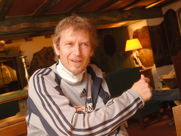 Trenér českého skokanského týmu Richard Schallert věří, že Roman Koudelka může vyhrát mistrovství světa.
