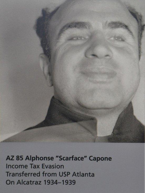 Al Capone vyfocený po příchodu do Alcatrazu