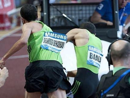 Francouzští atleti Mehdi Baala a Mahiedine Mekhissi-Benabbad se po závodě dostali do potyčky.