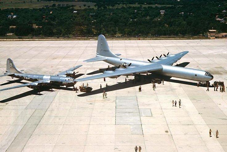 7. Convair B-36J Peacemaker - srovnání s legendární létající pevností Boeing B-29 Superfortress.