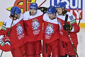 Radost hokejistů v duelu se Švédskem. Tato sada dresů se teď draží.