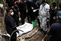 V hrobech s uprchlíky v Malajsii je asi 139 těl.