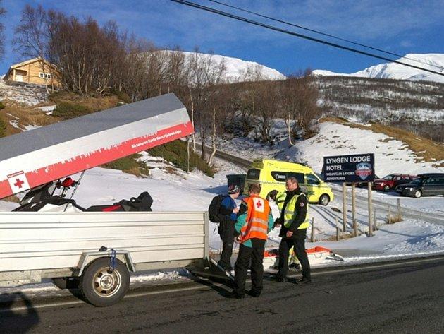 Neštěstí se stalo odpoledne na hoře Sorbmegáisá nedaleko města Tromsö. Z 12členné skupinky zmizela pod lavinou polovina.