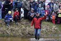 Předseda místního vodáckého spolku Karel Böhm odemkl 26. března řeku Lužnici v Suchdole nad Lužnicí.