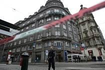 Bankovní pobočku ČSOB na Václavském náměstí v centru Prahy se ve středu 19. března 2014 kolem 13. hodiny pokusil vyloupit muž. Neuspěl, na místě ale nechal kufr, o němž předtím řekl, že je v něm bomba.