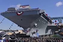 Obří plavidlo USS Gerald Ford na jaderný pohon, které je nejmodernější svého druhu, bude zcela vybaveno a s to vyplout v únoru 2016.