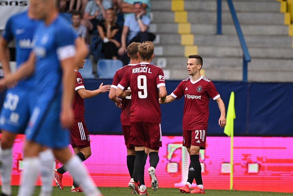 První gól Sparty v Liberci vstřelil Jakub Pešek (vpravo).