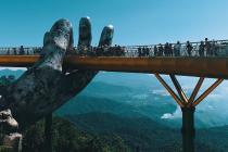 Most Golden Bridge ve Vietnamu