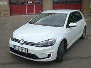 Volkswagen e-Golf se až na detaily neliší od Golfu se spalovacím motorem.