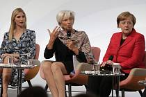 Ivanka Trumpová (vlevo) s Christine Lagardeovou, šéfkou Mezinárodního měnového fondu a německou kancléřkou Angelou Merkelovou