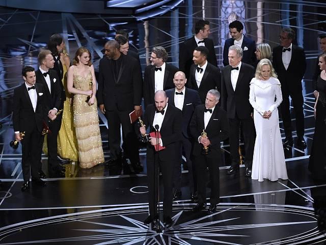 První vítězové - La La Land. Následně se zjistilo, že šlo o omyl