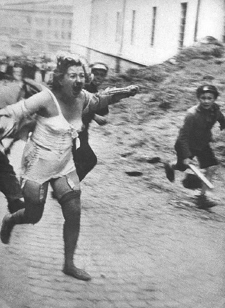 Pogrom ve Lvově v červenci 1941, na němž se kromě Němců podíleli ukrajinští nacionalisté