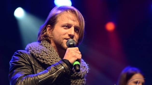 Vyhlašování vítězů hudebních cen Žebřík se konalo 11. března v plzeňském kulturním centru DEPO2015. Tomáš Klus obhájil loňské vítězství v kategorii zpěváků.