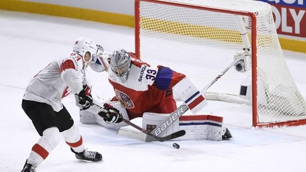 Česko porazilo Švýcarsko 5:4 po nájezdech. Pavel Francouz chytil Verminovi nájezd čtyři minuty před koncem.