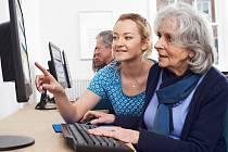 Pandemie donutila některé seniory naučit se pracovat s moderní elektronikou