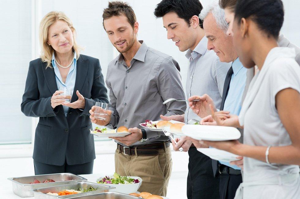 Catering v kanceláři - ilustrační foto.