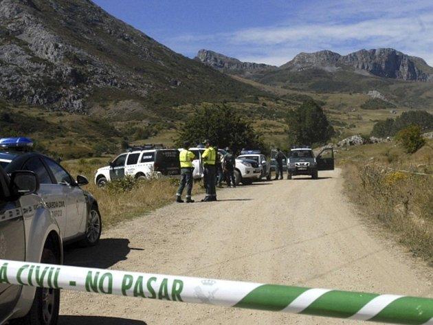 Tři policisté dnes přišli o život při pádu vrtulníku během záchranné akce na severu Španělska.