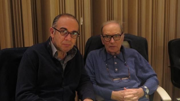 Dva držitelé Oscara v hostivařském studiu ČNSO: režisér Giuseppe Tornatore a skladatel Ennio Morricone.