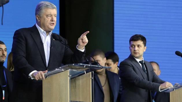 Zelenskyj a Porošenko se při poslední debatě vzájemně obviňovali