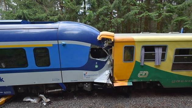 U Perninku na Karlovarsku došlo k železničnímu neštěstí. vyžádalo si dva mrtvé a mnoho zraněných.