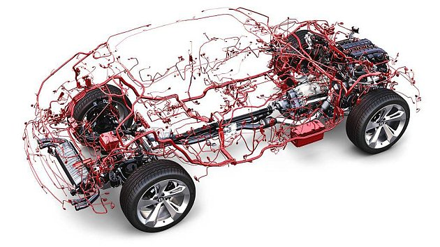 Bentley Bentayga má 50kilogramů kabelů.