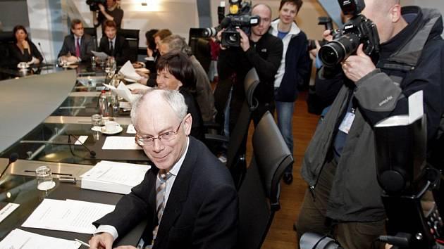 Novým belgickým premiérem byl v úterý jmenován vlámský křesťanský demokrat Herman Van Rompuy