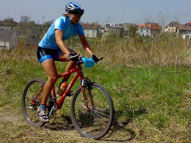 SMOLNĚ DRUHÁ. Jana Severová z teamu 4Ever nakonec dokončila mezi ženami druhá, z vedoucí pozice ji sesadily technické problémy.