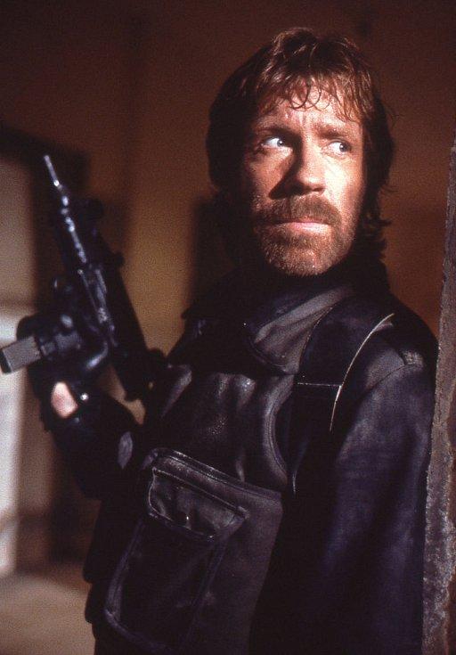 Chuck Norris ve filmu The Delta Force z roku 1986.