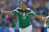 Giovani dos Santos z Mexika se raduje z gólu proti Nizozemsku.
