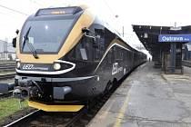 První vlak společnosti Leo Express s cestujícími dorazil 13. listopadu po osmé hodině ranní z Prahy do Ostravy, na trati bude konkurovat spojům Českých drah a firmy RegioJet.