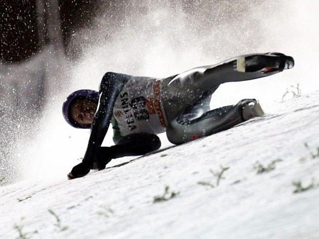 Skokan na lyžích Andreas Wellinger mělo na SP v Ruce nebezpečný pád.