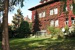 Vila slavného spisovatele Karla Čapka na pražských Vinohradech (na archivním snímku z 23. října 2005) je k mání za 49 milionů korun. Přes realitní kancelář ji nabízejí příbuzní bratří Josefa a Karla Čapkových.