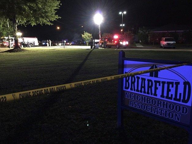 Policie prohledává místo činu v americkém Hattiesburgu.