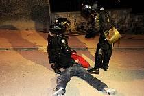 V násilnosti se 3. února v Bratislavě zvrhl v pořadí druhý Protest Gorila. Údajné dokumenty slovenské tajné služby s názvem Gorila, které unikly v závěru minulého roku na internet, popisují politickou korupci a silný vliv finanční skupiny Penta.
