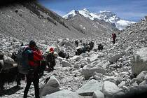 Skupina horolezců. Ilustrační snímek