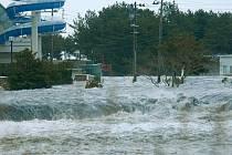 Japonsko bylo zasaženo silným zemětřesením, cunami udeřila