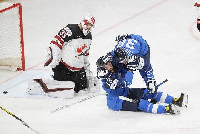 Finové se radují z prvního gólu do sítě Kanady.