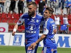 Fotbalisté Olomouce se radují z gólu proti Karviné.