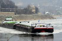 Nákladní loď na řece Labe. Ilustrační snímek