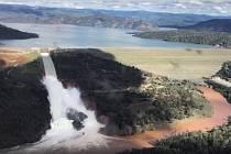 Nejvyšší americké jezero se může protrhnout