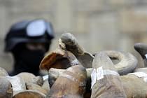 V rukou policie v Jihoafrické republice skončili dva muži, kteří měli u sebe 41 kilogramů nosorožčích rohů.
