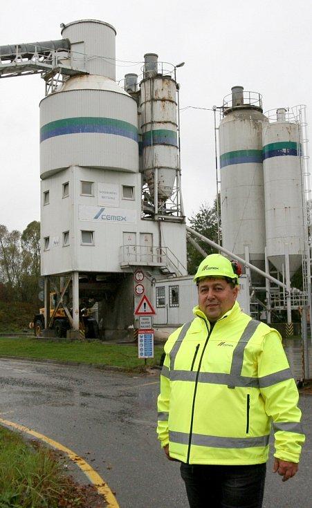 Otmar Smolan je nyní vedoucím výroby pro moravskoslezský region v betonárce Cemex v beskydské obci Baška.