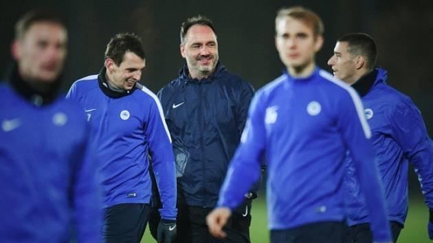 Trenér Slovanu Jindřich Trpišovský při přípravě na zápas s Karabachem.