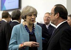 Britská premiérka Theresa Mayová a francouzský prezident Francois Hollande.
