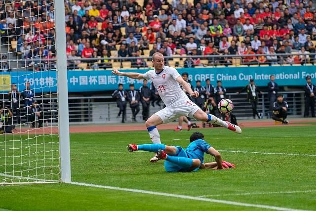 Michael Krmenčík se prosazuje proti Číně.