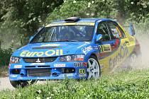 Bitvu českých rallyových hvězd v Hustopečích vyhrál Václav Pech s Mitsubishi Lance Evo IX.
