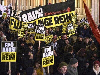 Proti Akademickému plesu ve Vídni demonstrovaly tisíce lidí